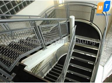 bậc cầu thang grating